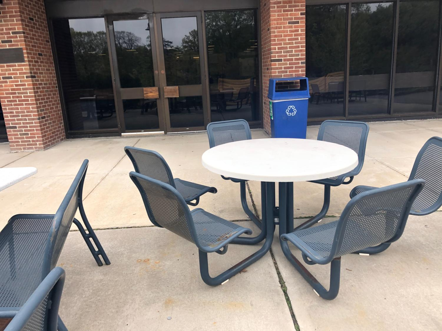 Outside of the Kessel Student Center, there is lots of opportunities for students to sit and enjoy the weather.