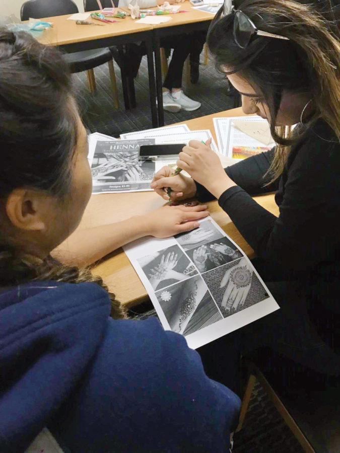 MSA Henna Event Educates Students About Muslim Culture