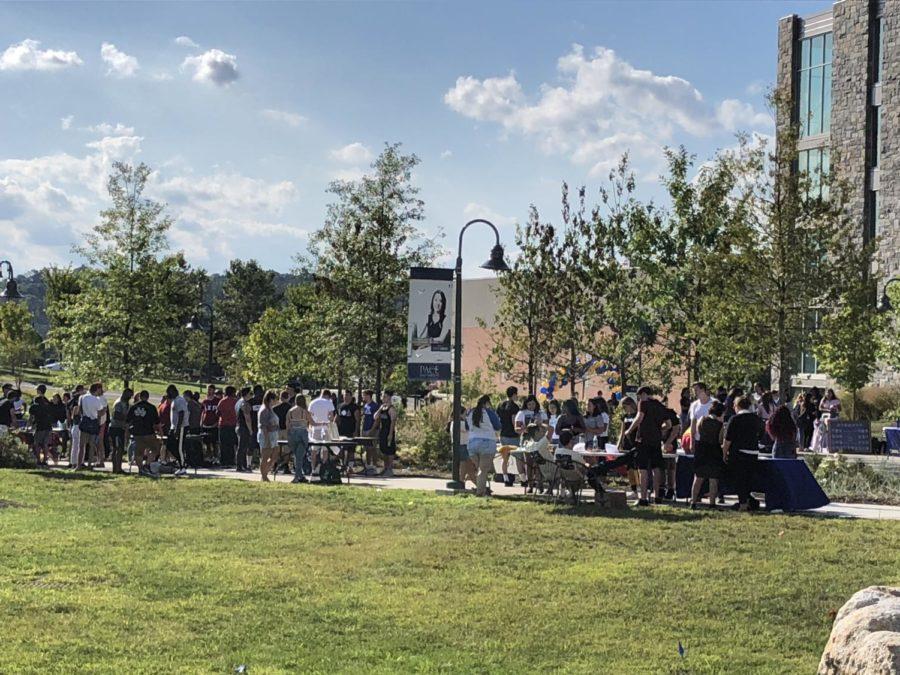 Freshmen enjoy the campus involvement fair right after Tuesdays convocation ceremony.