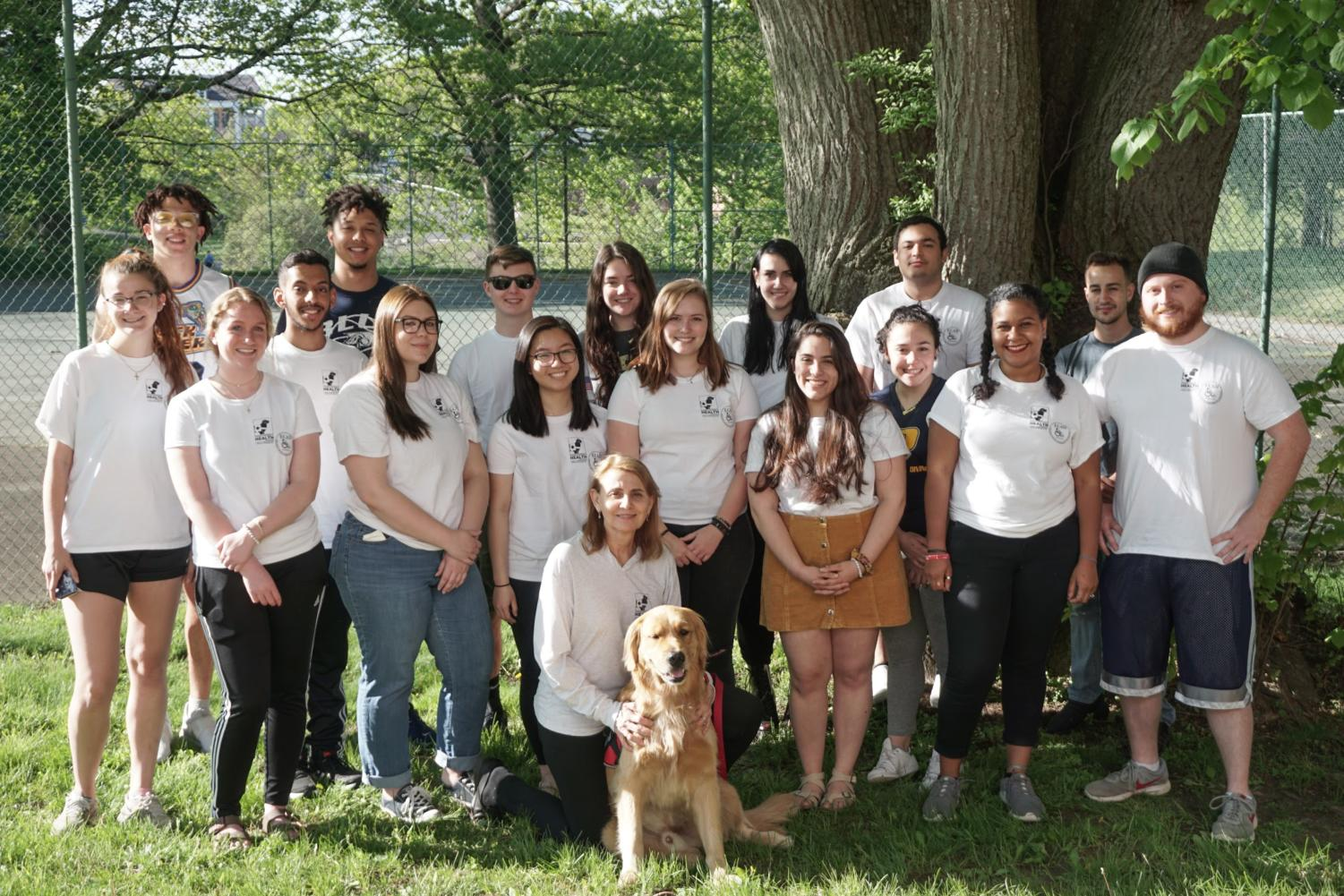 Dr. Singleton, Pawfessor Spirit, and the students in the spring 2019 Canines Assisting in Health course.